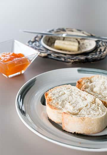 Insolito-desayuno-cafe-tostada-mermelada