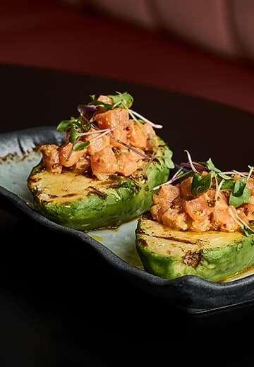 Restaurante-Insolito-aguacate-salmon-brasa